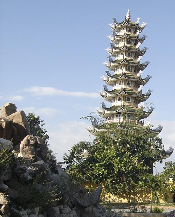 Du lịch Đồ Sơn khám phá Tháp Tường Long.