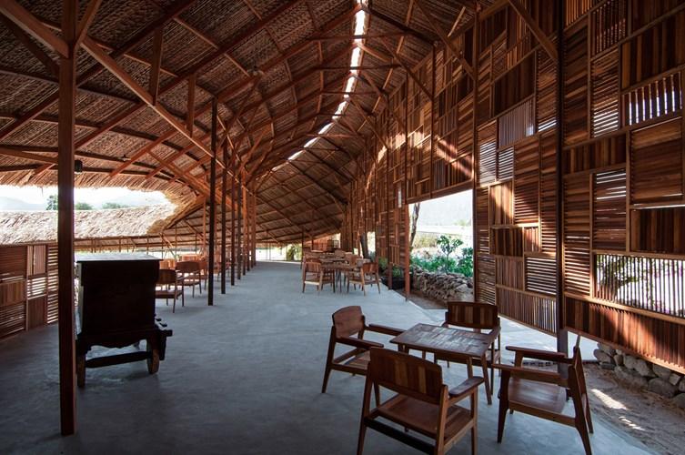 Nhà uốn lượn độc đáo ở Nha Trang