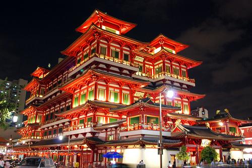 Đền thờ Phật Nha Tự rực rỡ