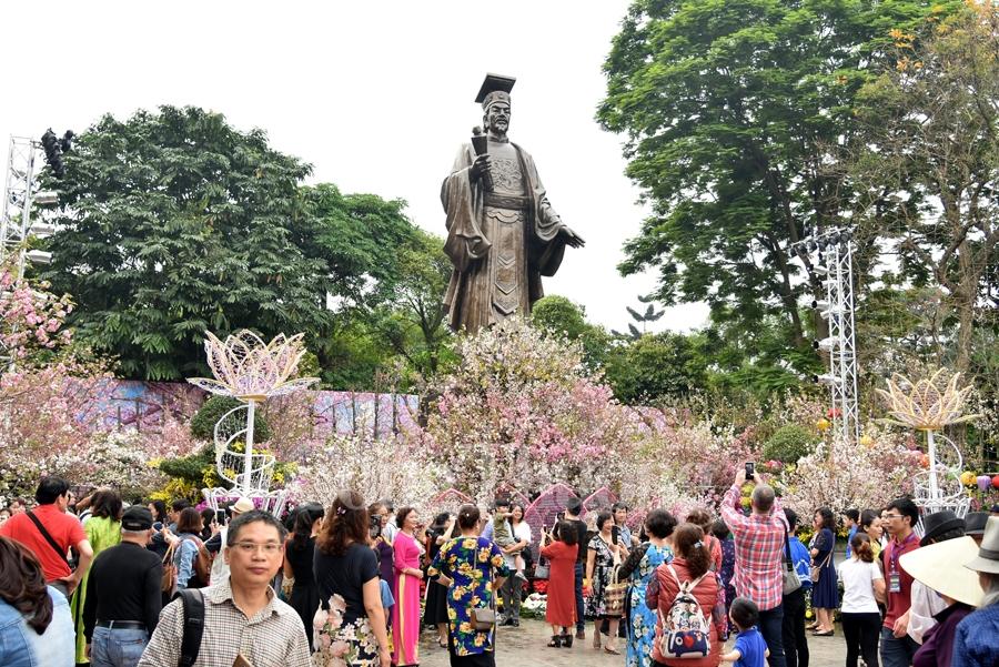 Lễ hội hoa anh đào tại Hà Nội gây sự chú ý rất nhiều với nhân dân thủ đô