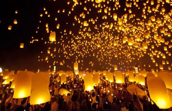 Lễ hội thả đèn hoa đăng Loy Krathong tại Thái Lan