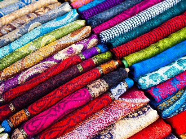 Lụa Thái Lan được dệt thủ công bằng tay