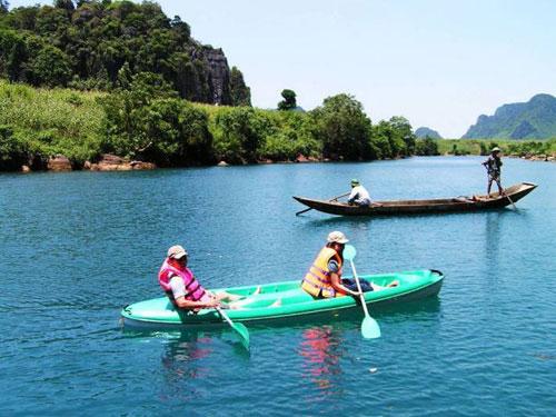 Chèo thuyền kayak trên sông Chày
