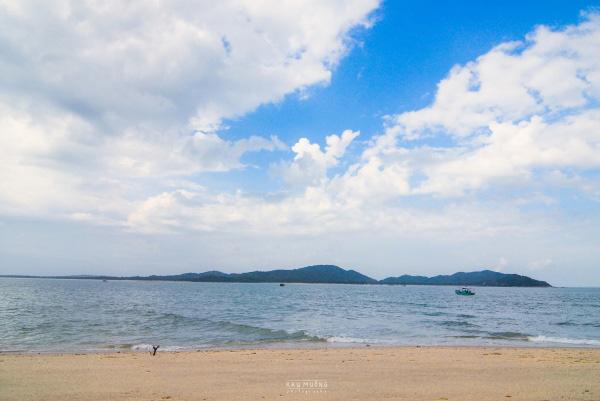 Đảo Cô Tô con nhìn từ đảo Cô Tô lớn