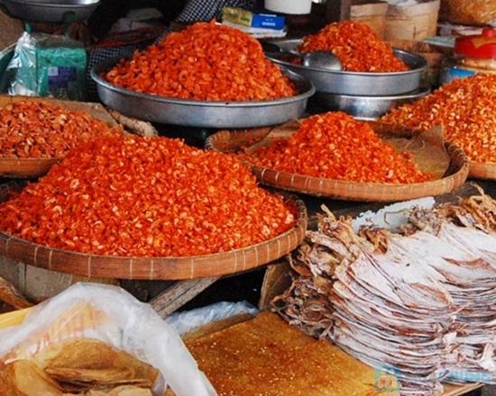 Hải sản khô mang về làm quà ở chợ Dương Đông Phú Quốc