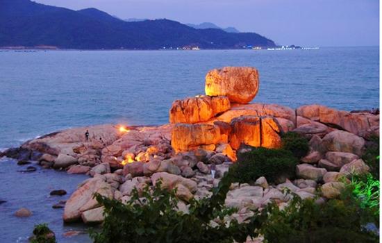 Phong cảnh hữu tình của hòn Chồng Nha Trang
