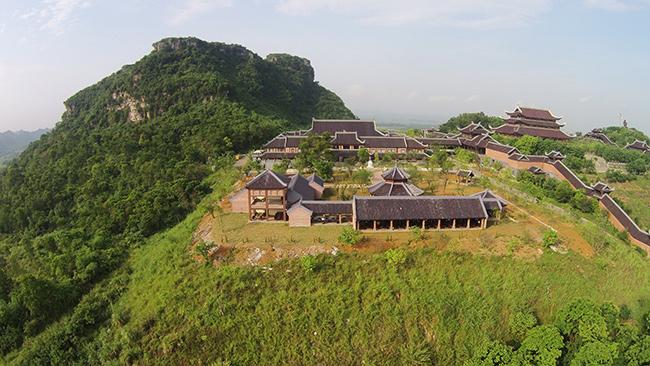 Đứng từ khách sạn Bái Đính có thể nhìn toàn cảnh chùa Bái Đính