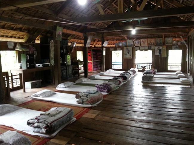 Mỗi du khách sẽ được trang bị một bộ chăn, đệm, gối, màn.