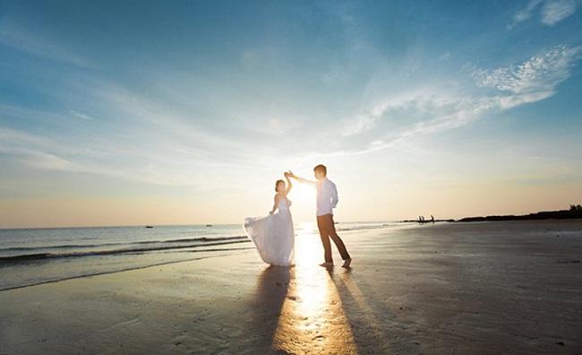 Ảnh cưới trước biển